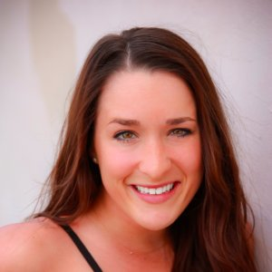 Headshot Kelsey