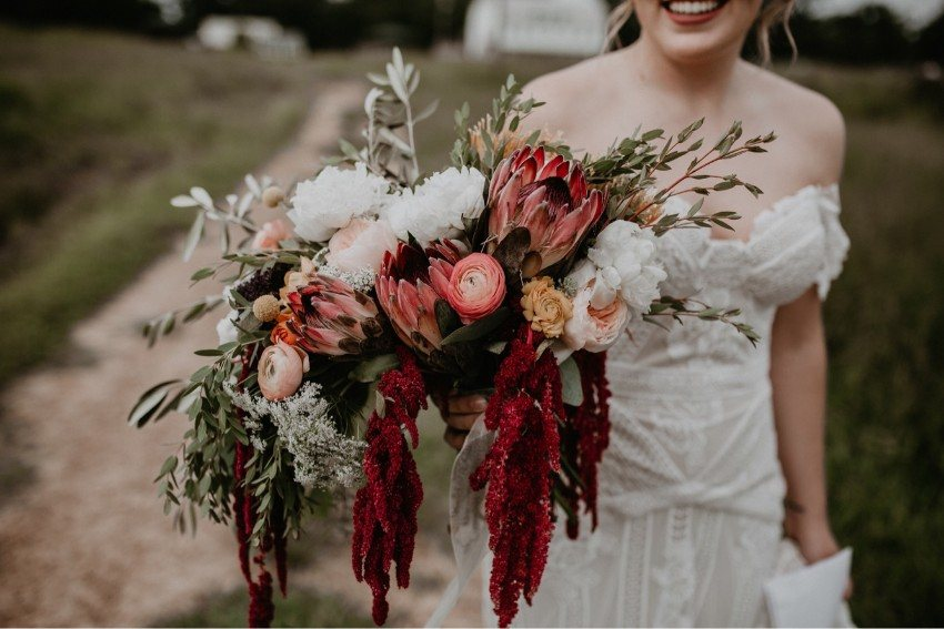 10 Dramatic Bouquets to Inspire Your Wedding Day Blooms