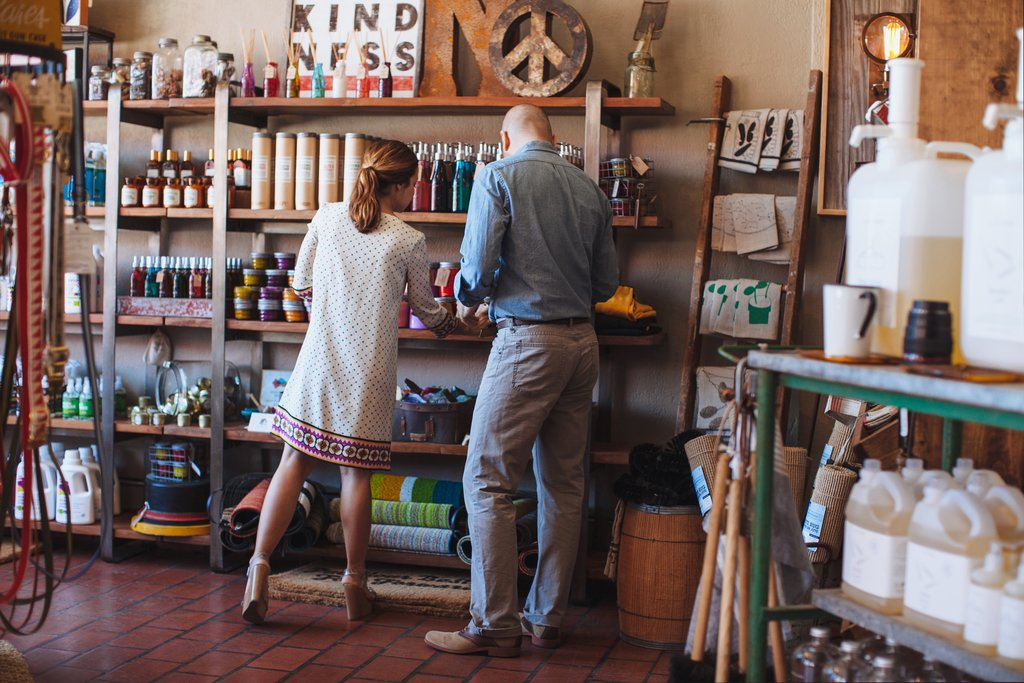 7 Wedding Registry Tips + our Favorite Local Stores