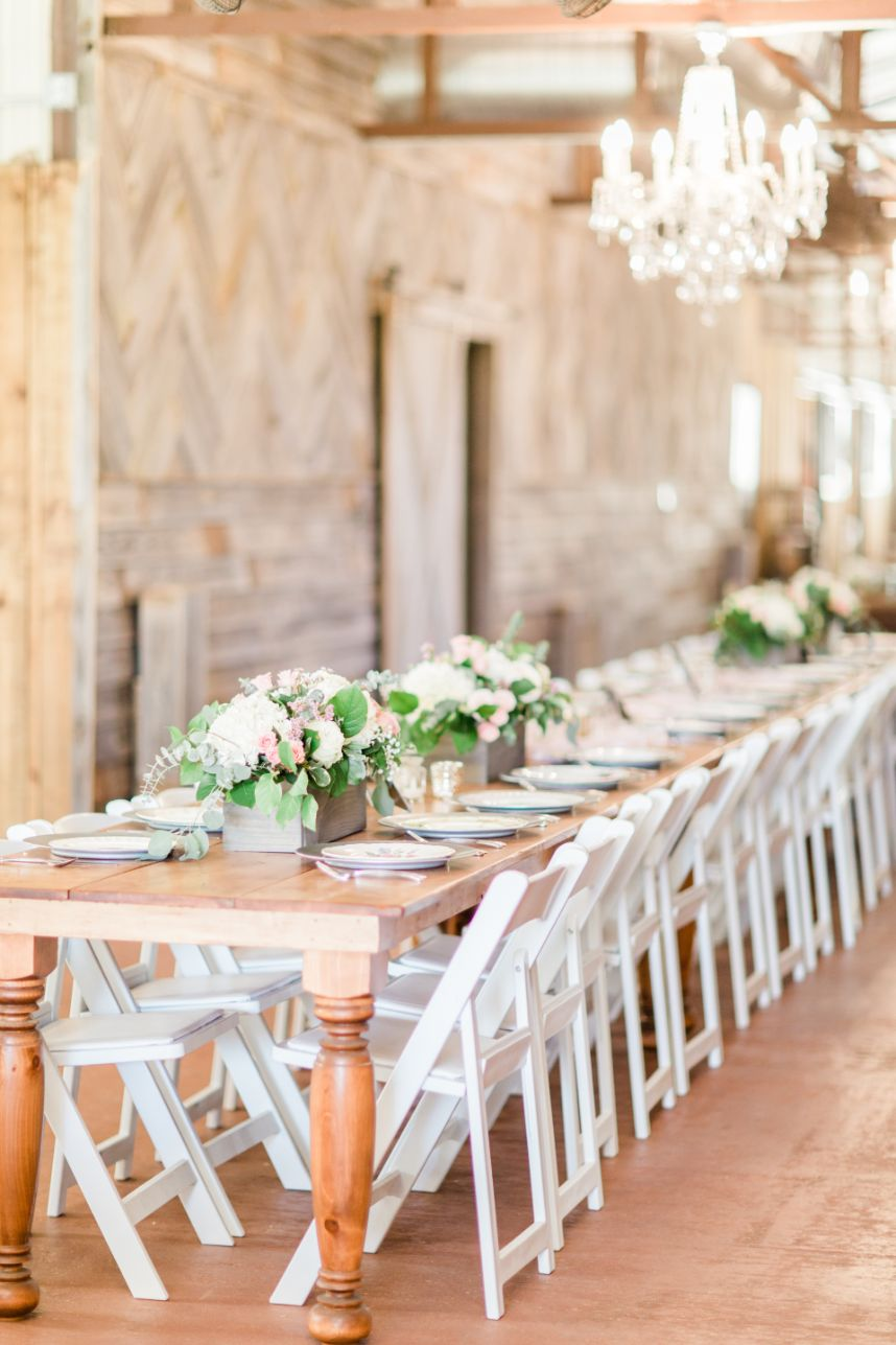 rustic table at The Stables at Washita Farms