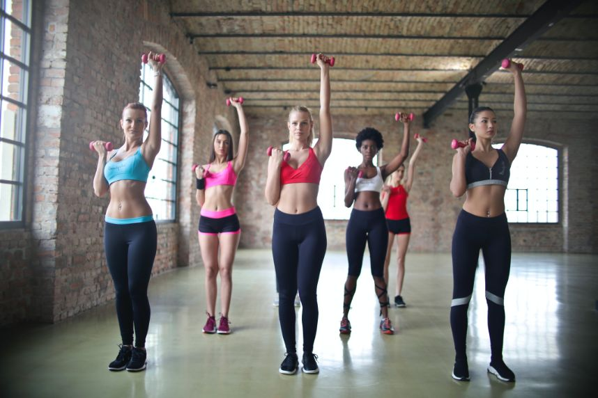 healthy ways to keep bridal stress at bay - girls in a fitness class