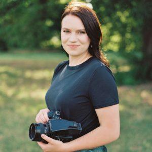 Headshot Laura