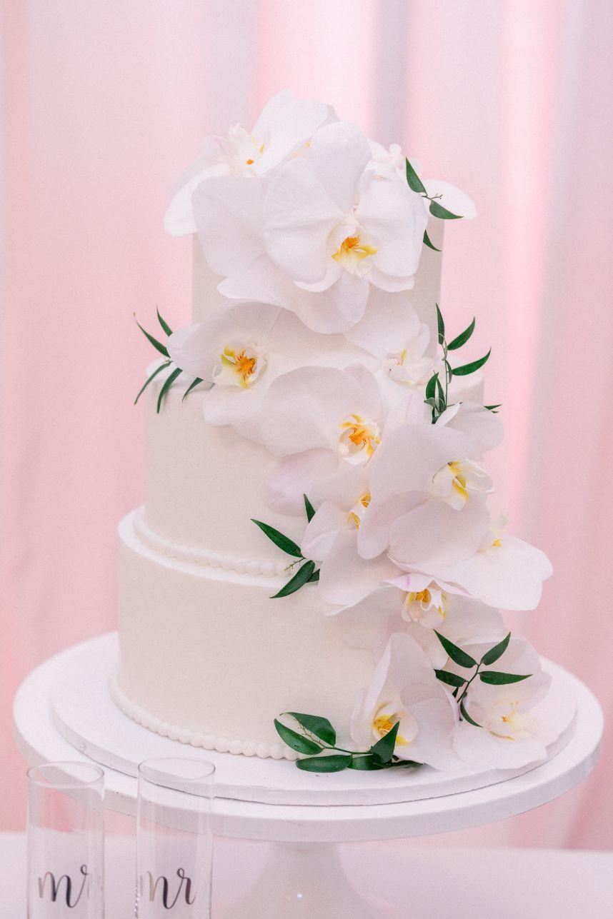 Magnolia white cake