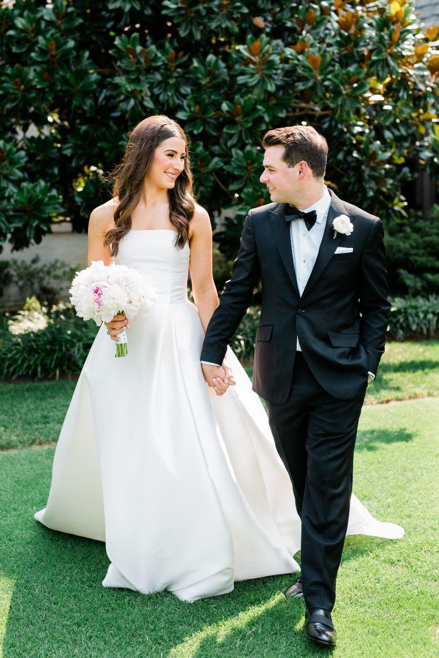 Full shot of bride & groom